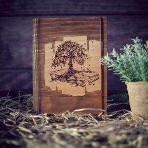 Agenda din lemn - model Copacul din carte - nuc inchis