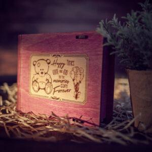 Cutie din lemn medie pentru stick USB - model Ursulet