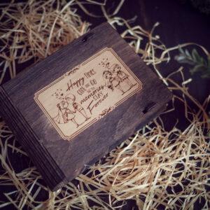 Cutie din lemn pentru stick USB + loc fotografii