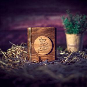 Cutie din lemn mica pentru stick USB