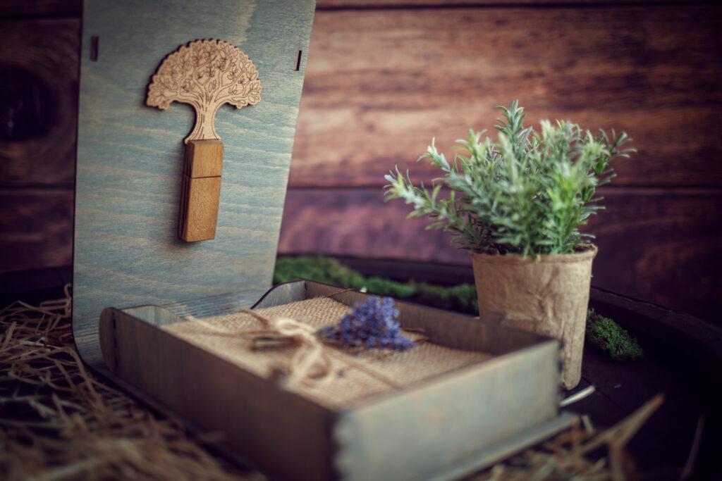 Cutie din lemn cu mini album foto