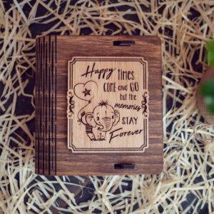Cutie din lemn mica pentru stick USB - model Elefantelul iubaret