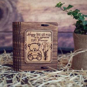 Cutie din lemn mica pentru stick USB - model Ursuletul de plus