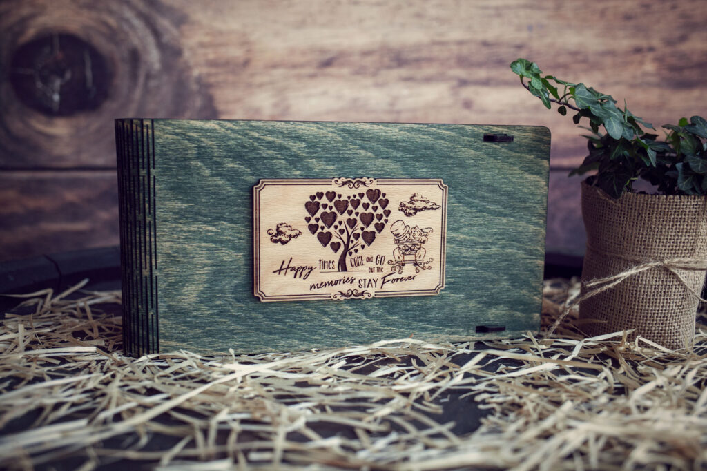 Cutie din lemn pentru stick USB + loc fotografii model Proaspat Casatoriti 1