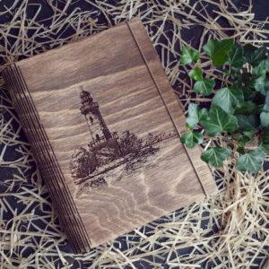 """Agenda din lemn - model """"Vechiul Far"""""""