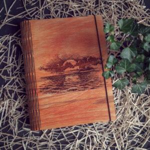 """Agenda din lemn - model """"Rasarit de soare la mare"""""""