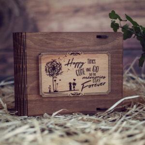 Cutie din lemn medie pentru stick USB - model Papadie