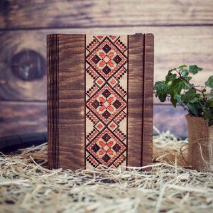 """Agenda din lemn, VintageBox, model """"Decor Traditional"""", culoare nuc inchis/natur/rosu"""