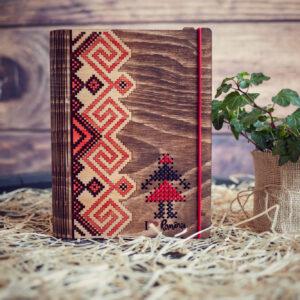 """Agenda din lemn, VintageBox, model """"Tarancuta"""", culoare nuc inchis/natur/rosu"""