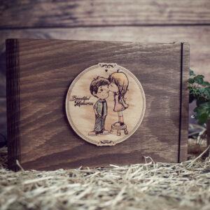 Album Foto / GuestBook cu coperti din lemn, VintageBox, model Totul pentru un sarut - Beautiful Memories