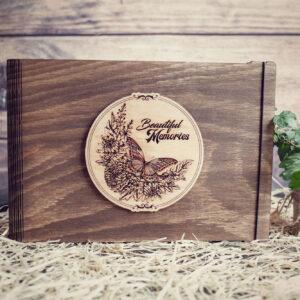 Album Foto / GuestBook cu coperti din lemn, VintageBox, model Fluturasul colorat - Beautiful Memories
